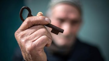 Displaced Palestinian with key to house