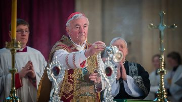 """Cardinal prays for the """"merciful judgment of our loving God"""" on Richard III at Requiem Mass"""