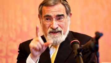 Chief Rabbi Sacks gives first Pope Benedict XVI Lecture