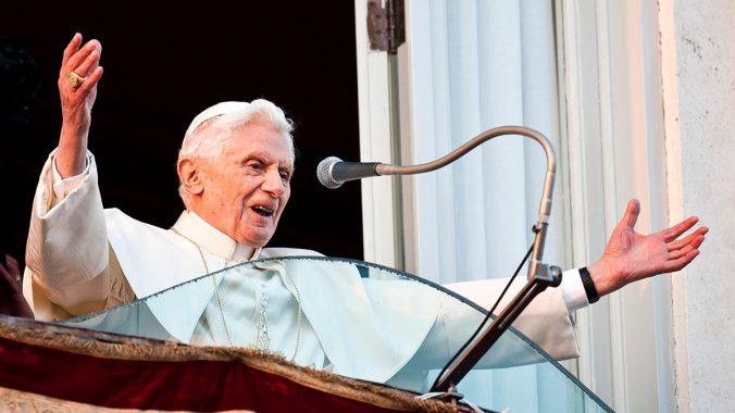 Benedict XVI at Castel Gandolfo: I am a Pilgrim