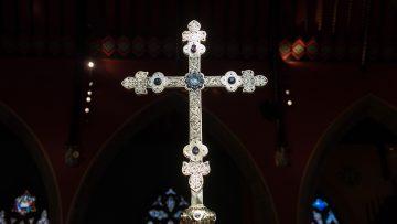 processional-cross-1200-800