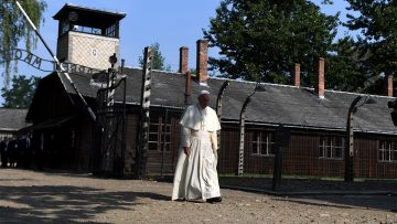 Pope remembers Holocaust